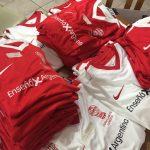 Entrega de camisetas de Huracán FC London
