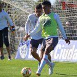 Triangular de fútbol en el entrenamiento
